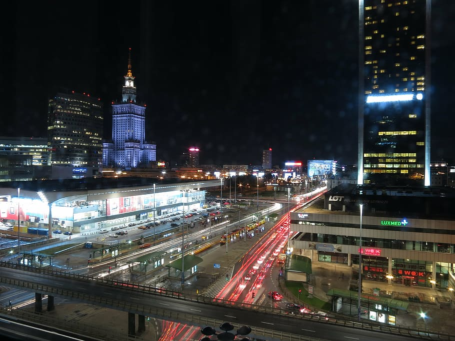 This image has an empty alt attribute; its file name is night-city-1.jpg